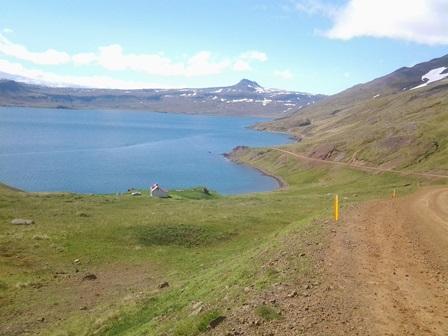 Horft inn Reykjarfjörð af veginum ofan við Naustvík.