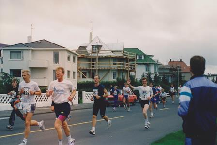 Á fullri ferð í Reykjavíkurmaraþoninu 1991. Kominn í stuttbuxur og búinn að setja upp brosið. (Ljósm. líklega Björk).