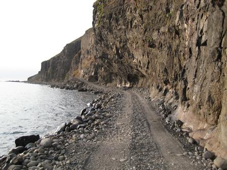 Einn af uppáhaldsstöðunum mínum á leið út með ströndinni skammt fyrir utan Stapadal. Myndina tók ég sumarið 2009.