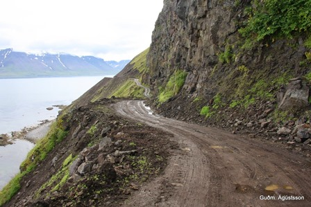 Á Vesturgötunni á leið inn í Dýrafjörð. (Ljósmynd: Guðmundur Ágústsson, Hlaupahátíð á Vestfjörðum).