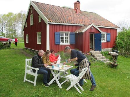 Hádegismatur á sunnudegi í kyrrðinni á Falkeröd í Tanums kommun.