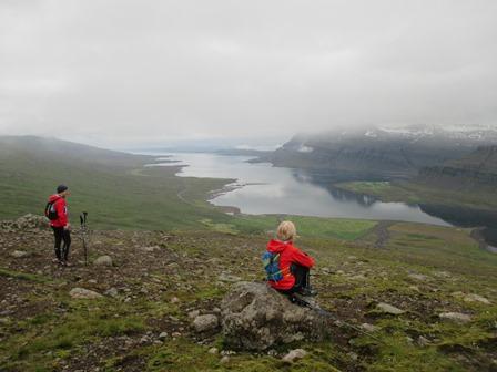 Með Sævari Skaptasyni og Bryndísi Óladóttur á leið niður úr Berufjarðarskarði.