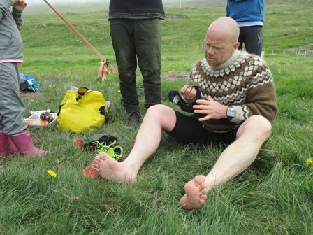 Hugað að fótabúnaði. Slíkur búnaður er mikilvægur á hlaupum.