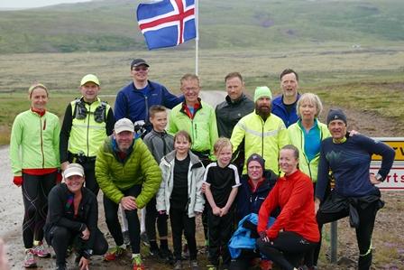 Með Arnarvatnsheiðarhlaupurum við Kalmanstungu eftir góðan dag á fjöllum. (Ljósm. Etienne Menétrey)